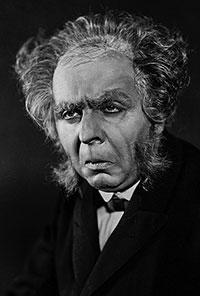 """Rudolf Klein-Rogge as Dr. Mabuse in """"Dr. Mabuse, der Spieler"""" (1921)"""