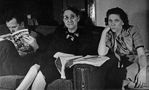 Reading Amazing Stories (January 1942)